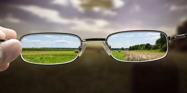 Kijken medewerkers en management wel door dezelfde bril?
